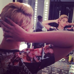 Beyonce-cuts-her-hair-short