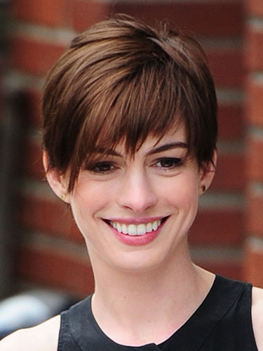 Professional tips for growing out short hair reds hair rbk celeb short hair 1113 anne hathaway lgn urmus Image collections