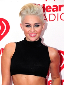 cos-10-miley-cyrus-blonde-hair-de